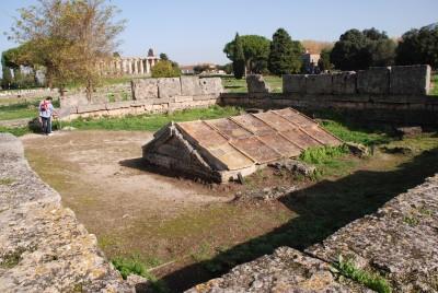 Pawestum founders grave or heroon